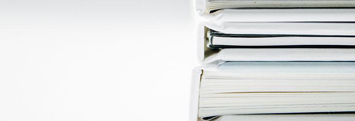 Dokumentenstapel mit Steuererklärung